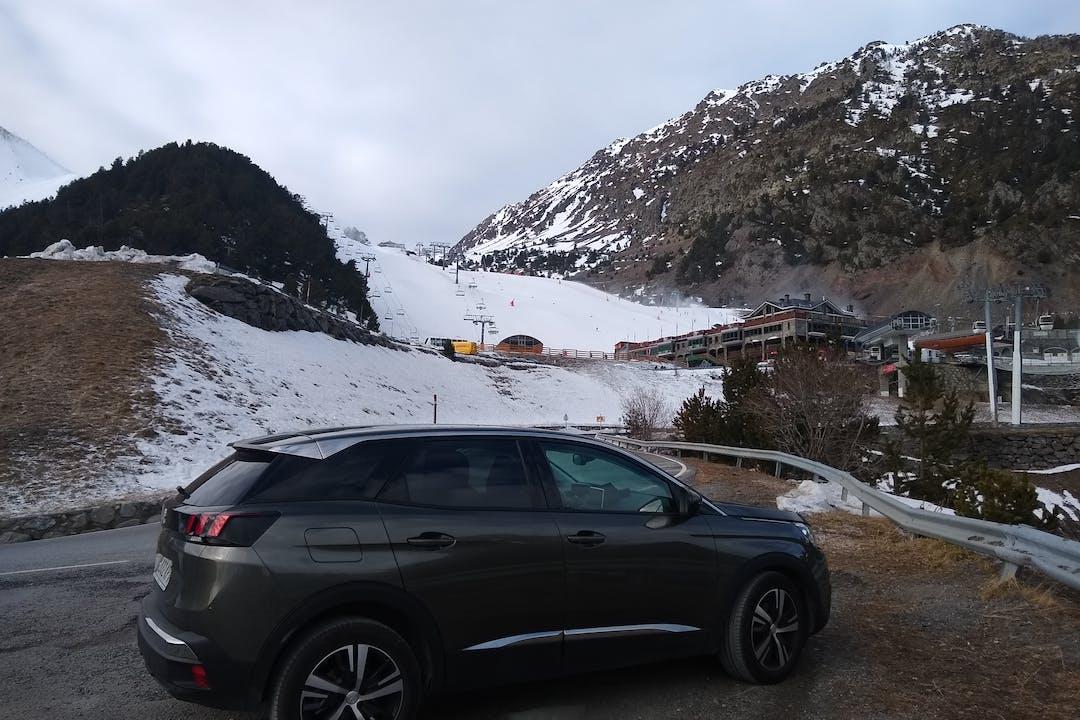 Alquiler barato de Peugeot 3008 con equipamiento Aire acondicionado cerca de 46015 València.