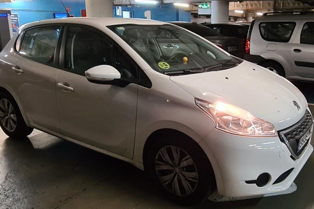 Alquiler barato de Peugeot 208 cerca de 08033 Barcelona.