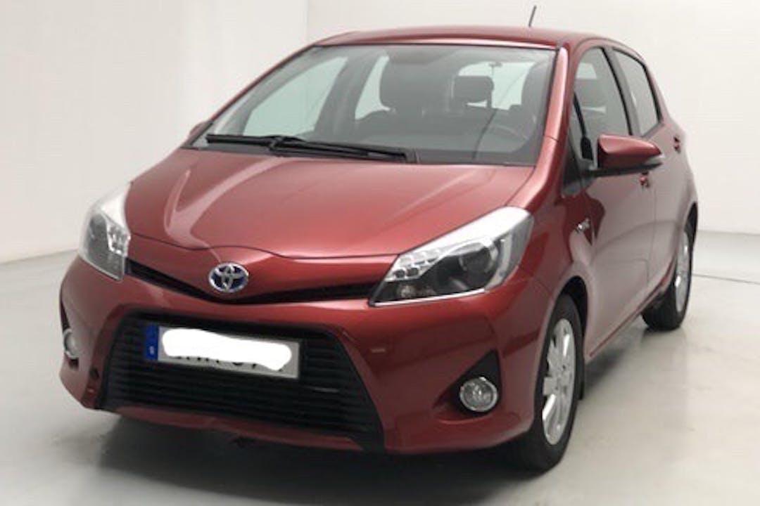 Billig biluthyrning av Toyota Yaris med Isofix i närheten av 113 55 Norrmalm.