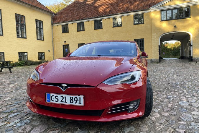 Billig billeje af Tesla Model S nær 2700 København.