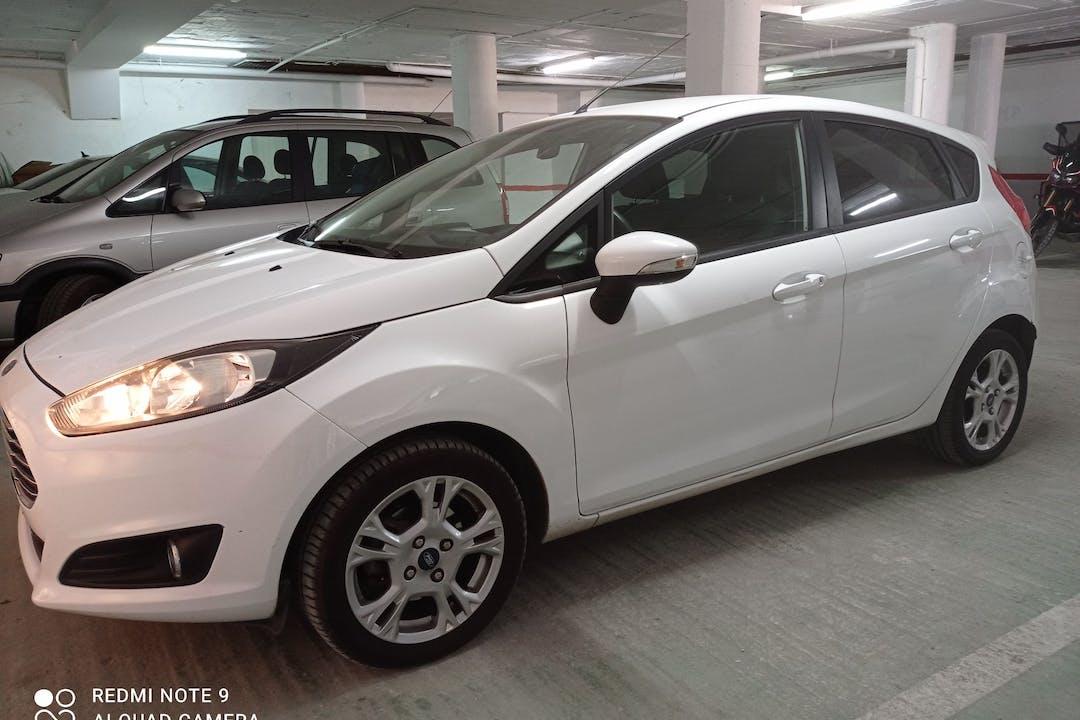 Alquiler barato de Ford Fiesta cerca de 29651 Las Lagunas de Mijas.