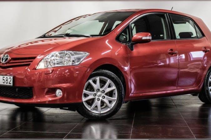 Billig biluthyrning av Toyota Auris i närheten av 121 44 Enskede-Årsta-Vantör.