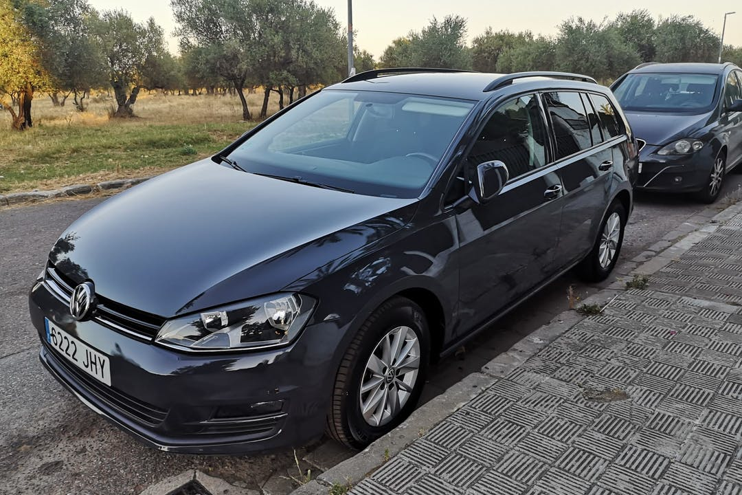 Alquiler barato de Volkswagen Golf Sportsvan cerca de 41011 Sevilla.