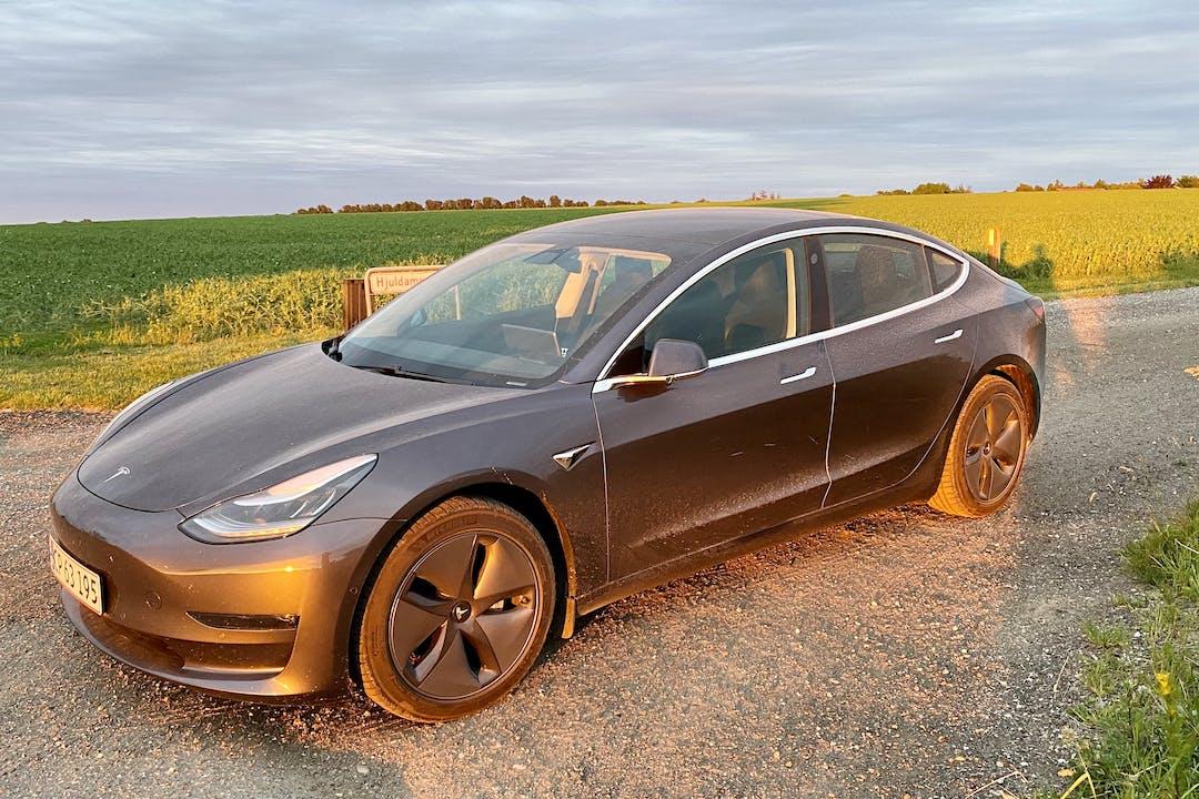 Billig billeje af Tesla Model 3 med GPS nær 2300 København.