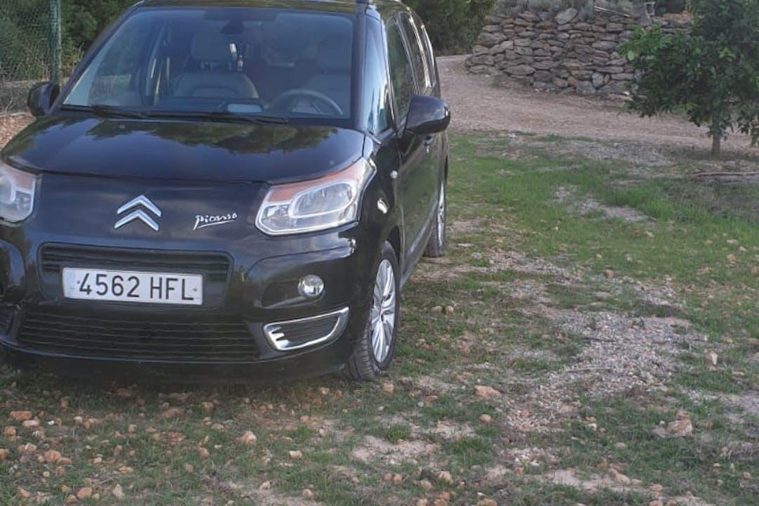 Alquiler barato de Citroën C3 Picasso cerca de 07800 Eivissa.