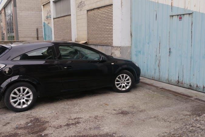 Alquiler barato de Opel Astra cerca de 01008 Vitoria-Gasteiz.
