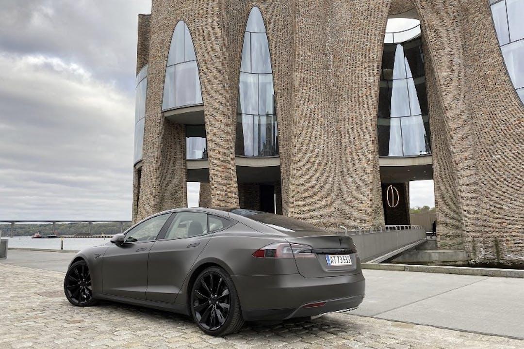 Billig billeje af Tesla Model S med GPS nær 4600 Køge.