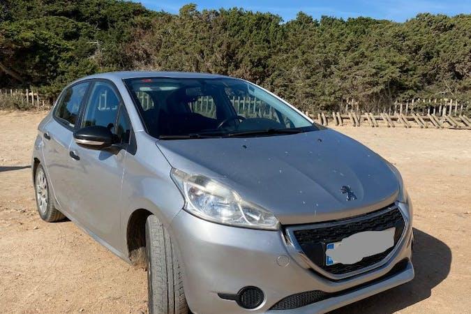Alquiler barato de Peugeot 208 con equipamiento Bluetooth cerca de 07850 Cala Llenya.