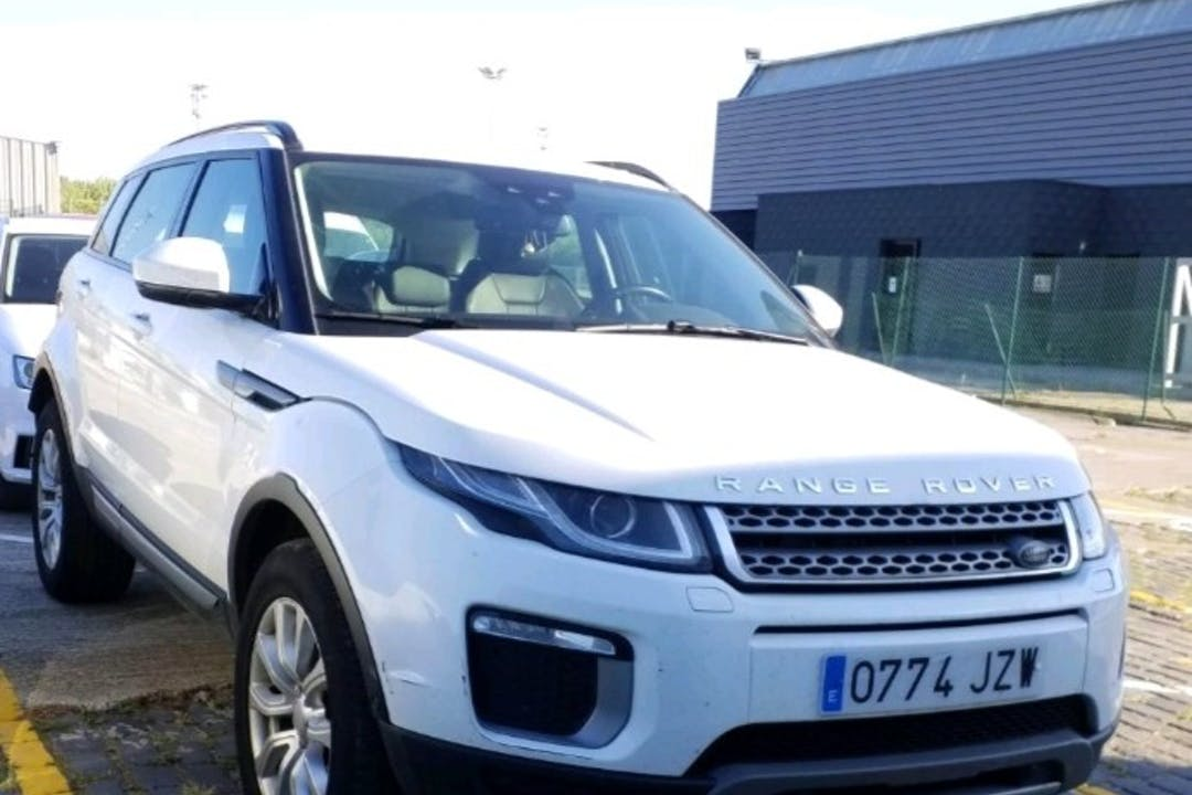 Alquiler barato de Land Rover Range Rover Evoque con equipamiento Aire acondicionado cerca de  Barcelona.