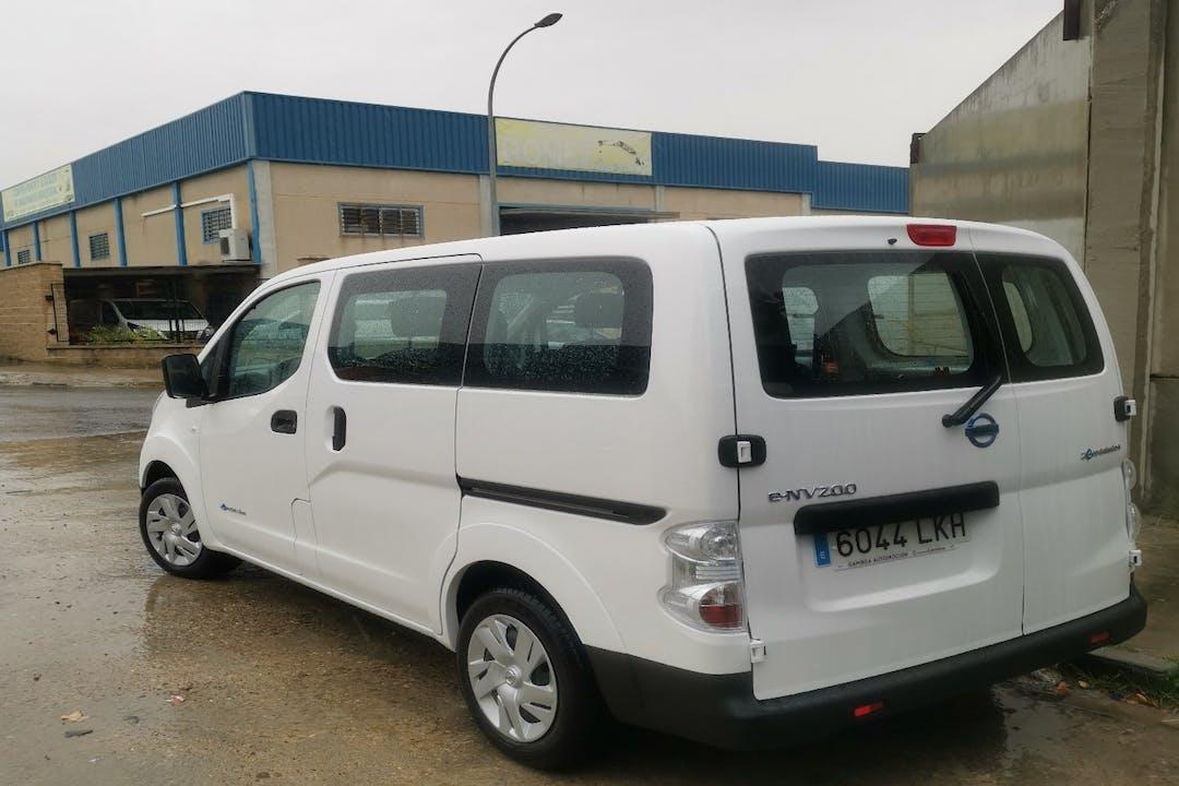 Alquiler barato de Nissan E-Nv200 cerca de 28045 Madrid.