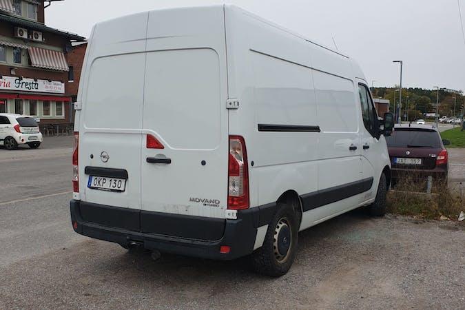 Billig biluthyrning av Opel VIVARO i närheten av 113 27 Norrmalm.