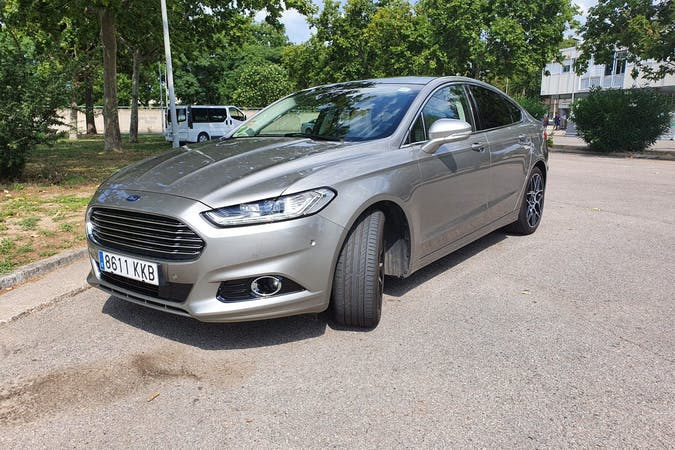 Alquiler barato de Ford Mondeo cerca de 08820 .