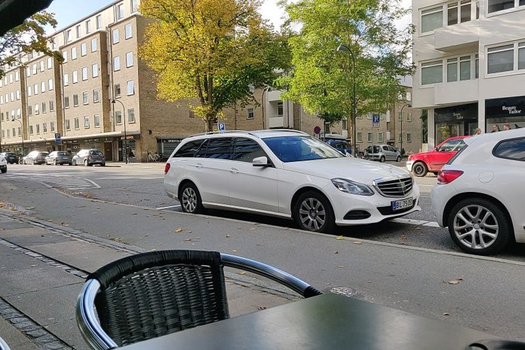 Billig billeje af Mercedes E-Class nær 2900 Hellerup.