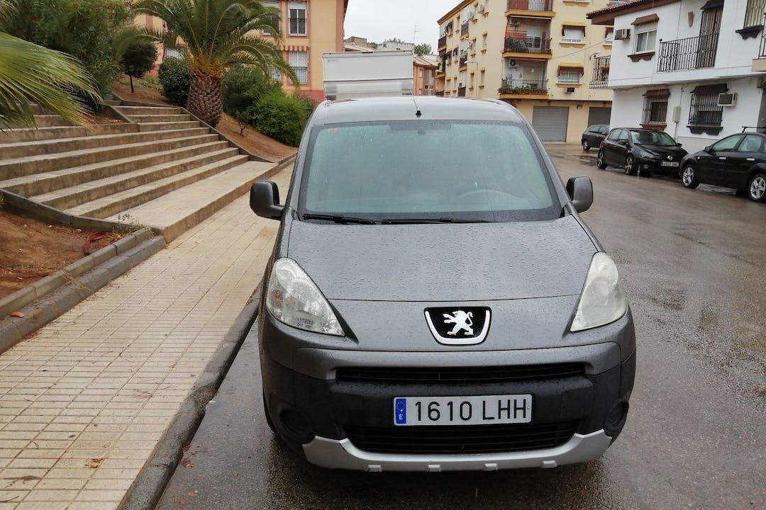 Alquiler barato de Peugeot Partner cerca de 23700 Linares.
