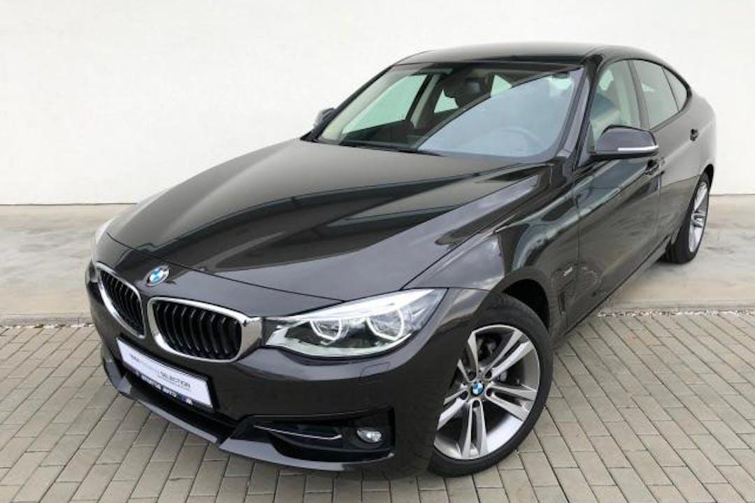 Billig biluthyrning av BMW 3 Series i närheten av 722 20 Norrmalm.