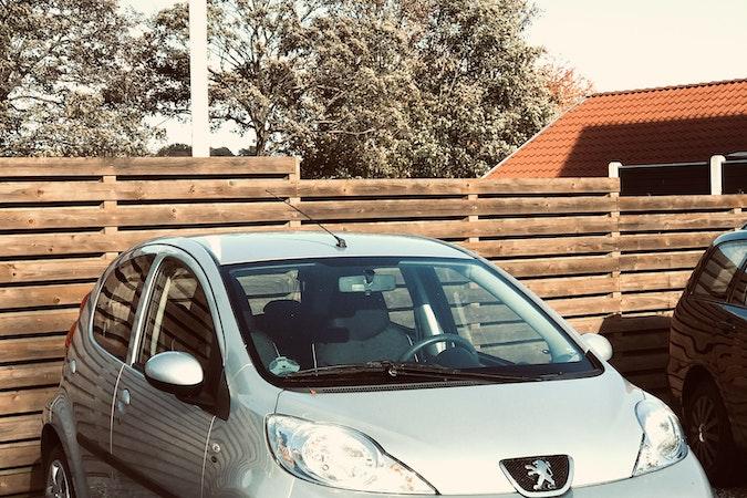 Billig billeje af Peugeot 107 nær  Veflinge.