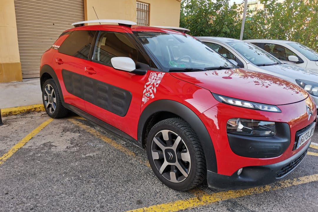 Alquiler barato de Citroën C4 Cactus cerca de 46200 Paiporta.