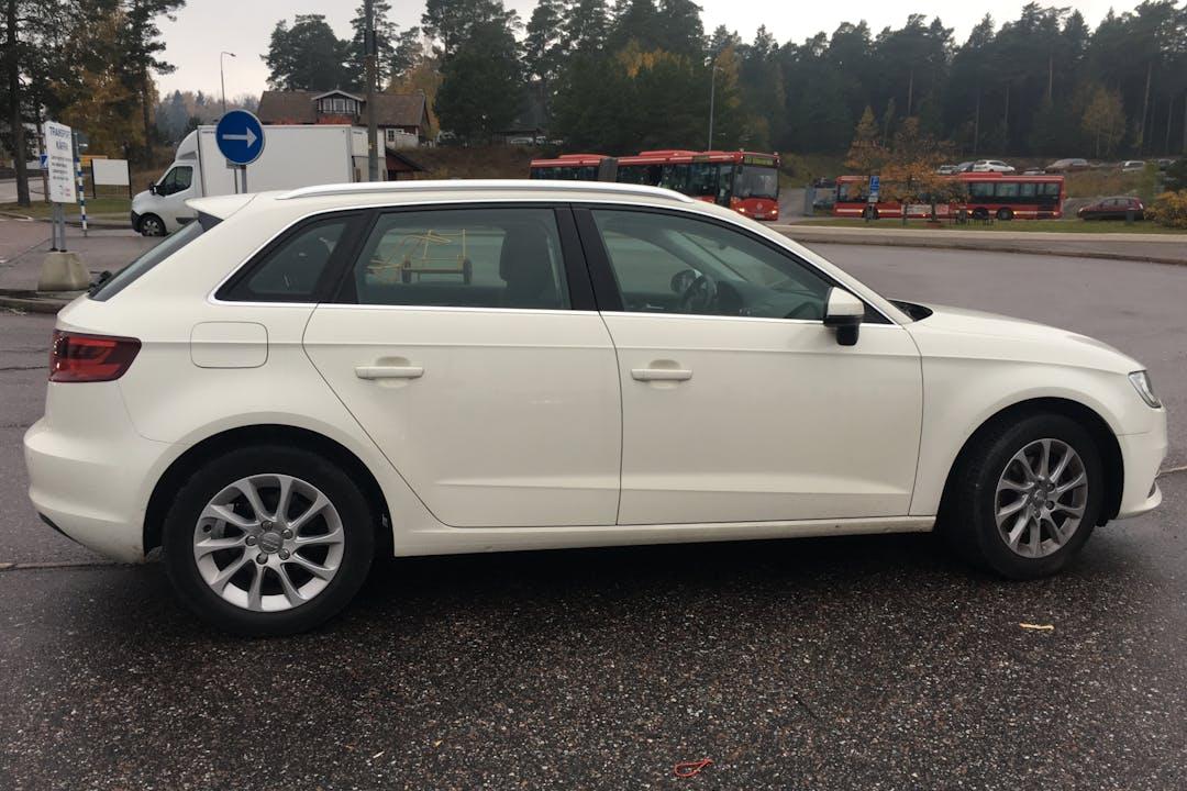 Billig biluthyrning av Audi A3 med Bluetooth i närheten av 114 49 Östermalm.