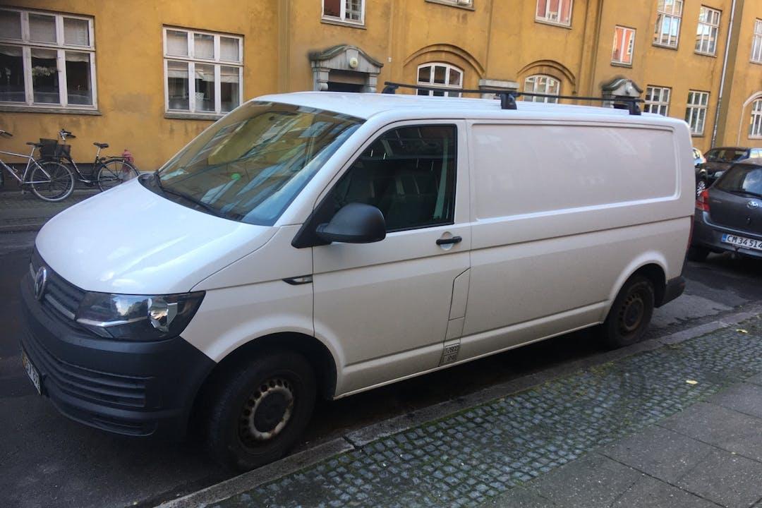 Billig billeje af Volkswagen Transporter med Anhængertræk nær 2450 København.