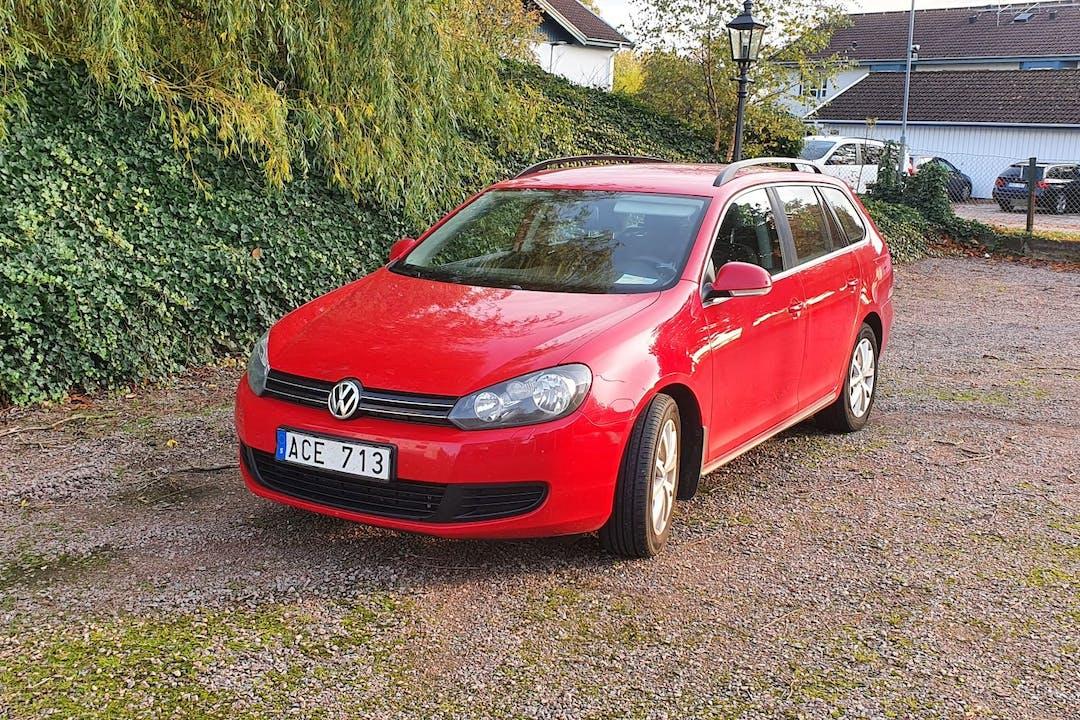 Billig biluthyrning av Volkswagen Golf i närheten av 211 13 Hamnen.