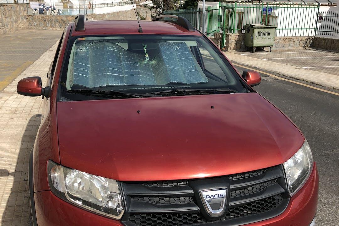 Alquiler barato de Dacia Sandero Stepway con equipamiento GPS cerca de 35130 Mogán.