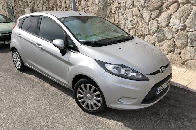 Alquiler barato de Ford Fiesta con equipamiento Bluetooth cerca de 35130 Mogán.