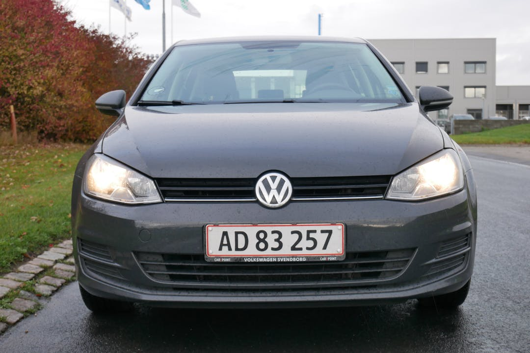 Billig billeje af Volkswagen Golf nær 5260 Odense.