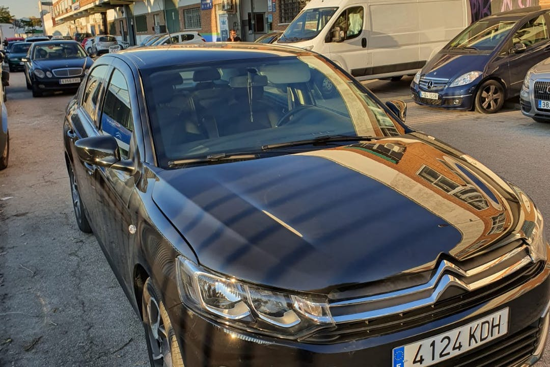 Alquiler barato de Citroën C-Elysee con equipamiento GPS cerca de 28027 Madrid.