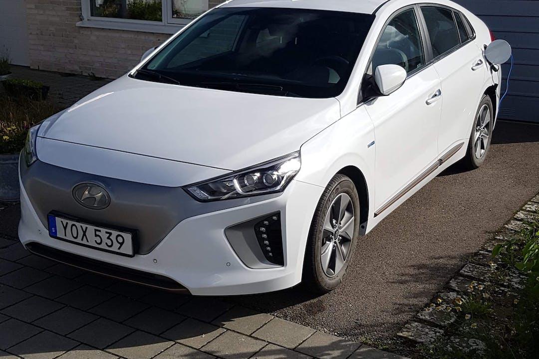 Billig biluthyrning av Hyundai Ioniq med GPS i närheten av 226 51 .