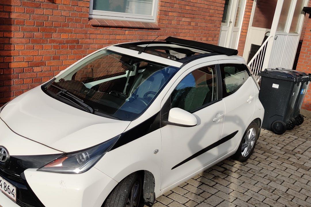 Billig billeje af Toyota AYGO med GPS nær 5230 Odense.