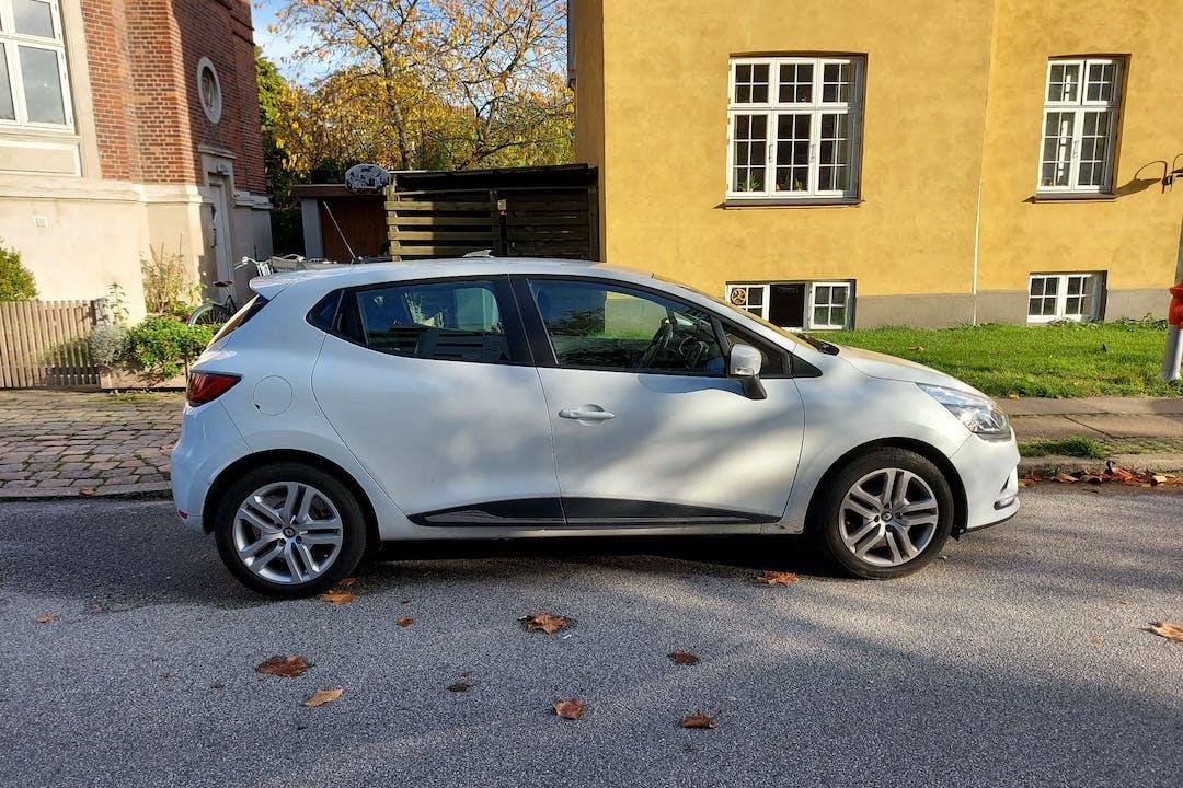 Billig billeje af Renault Clio HB med GPS nær 2500 København.
