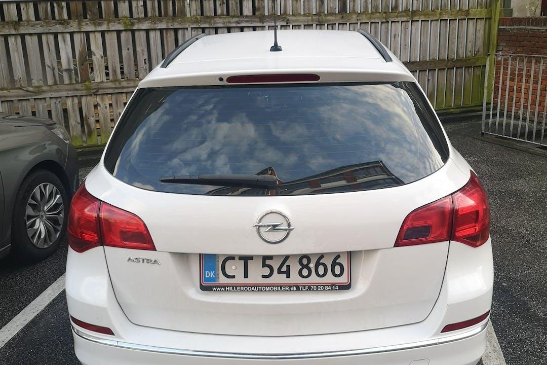 Billig billeje af Opel Astra med Anhængertræk nær 2200 København.