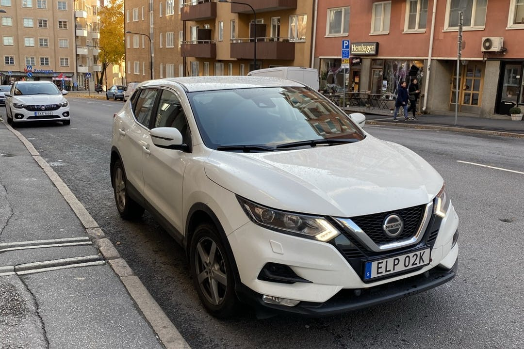 Billig biluthyrning av Nissan Qashqai med Bluetooth i närheten av 112 61 Stockholm.