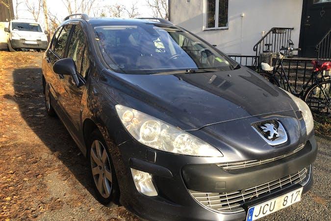 Billig biluthyrning av Peugeot 308 SW i närheten av 167 33 Bromma.