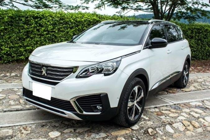 Alquiler barato de Peugeot 5008 con equipamiento GPS cerca de 46018 València.