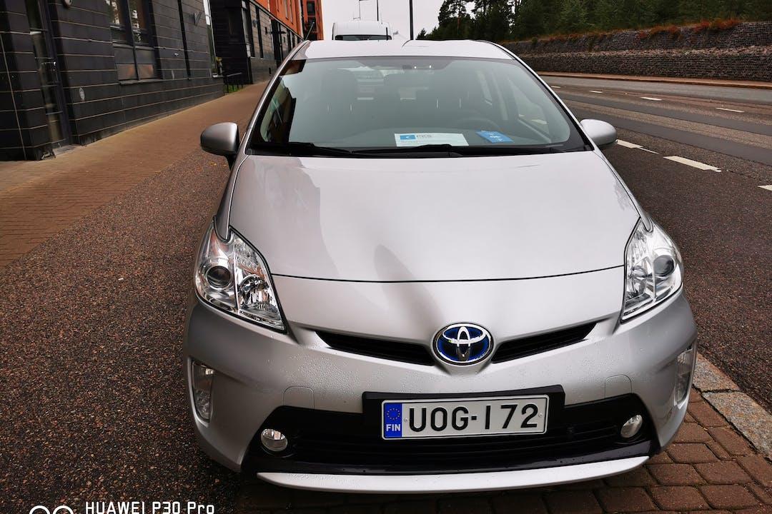Toyota Priusn lalpa vuokraus lähellä 01200 Vantaa.