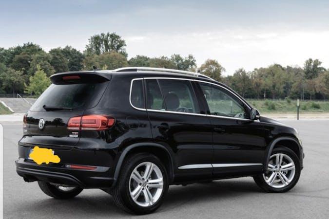 Billig biluthyrning av Volkswagen Tiguan med Dragkrok i närheten av  Rud.