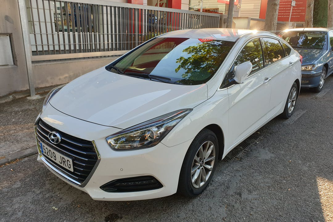 Alquiler barato de Hyundai I40 cerca de 28890 Loeches.