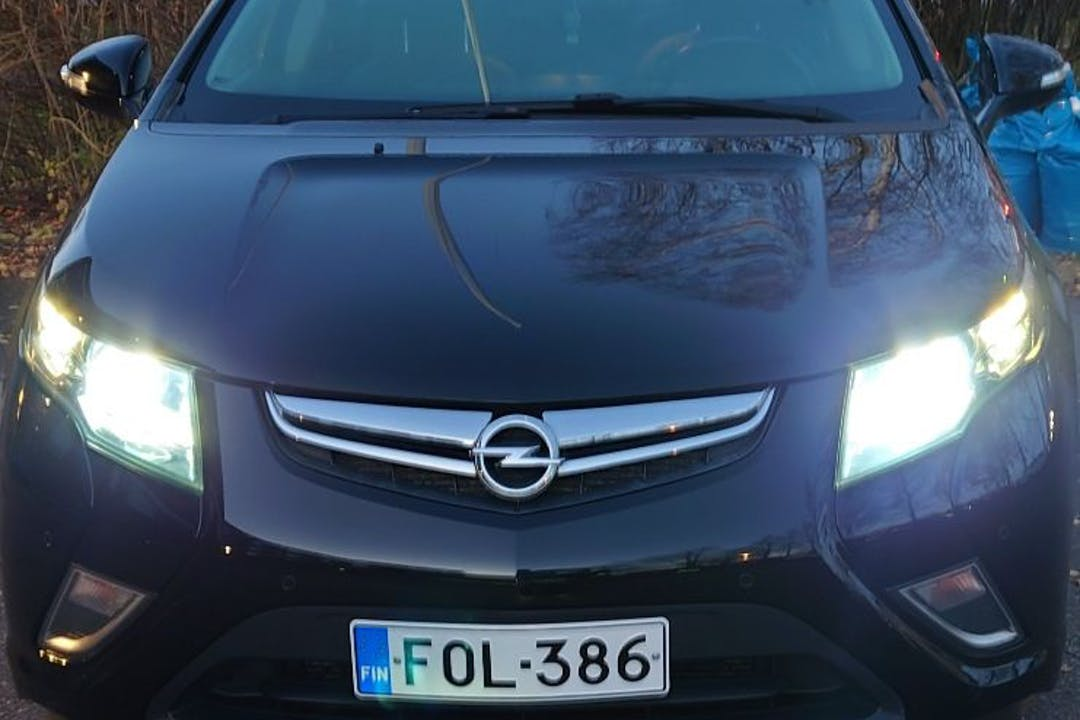 Opel Amperan halpa vuokraus GPSn kanssa lähellä 01300 Vantaa.