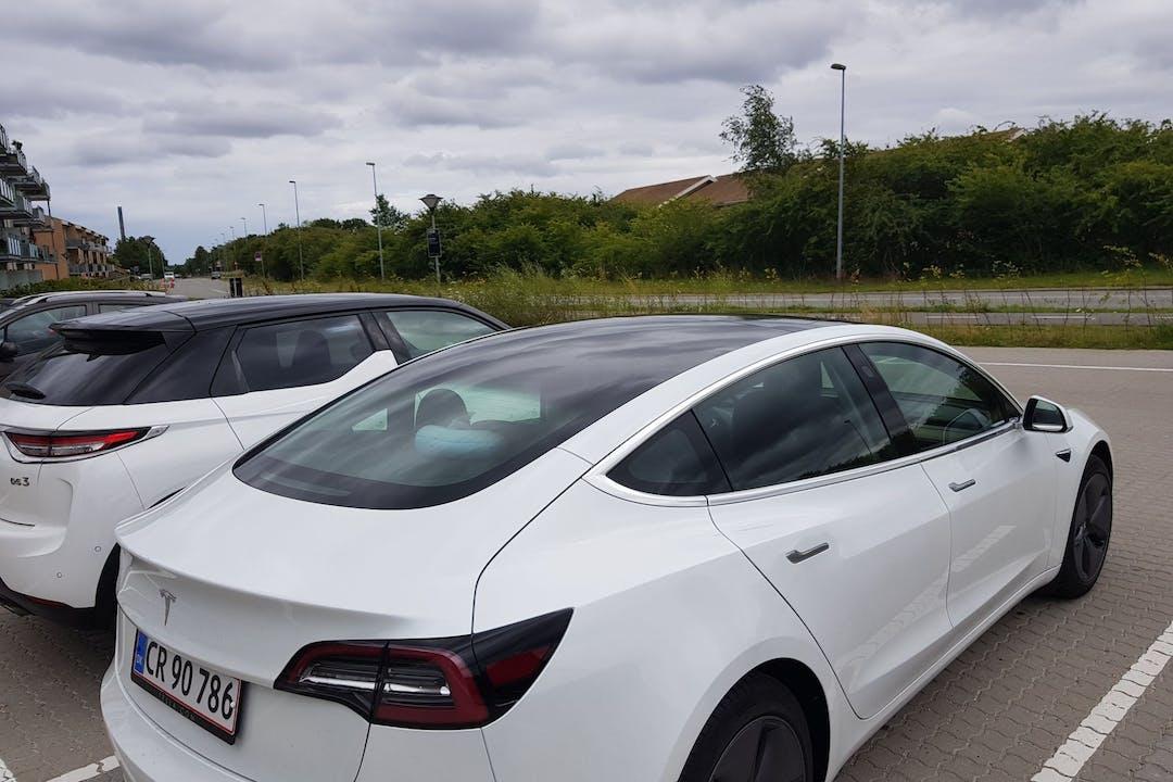 Billig billeje af Tesla Model 3 nær 3520 Farum.