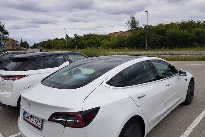 Billig billeje af Tesla Model 3 med GPS nær 3520 Farum.