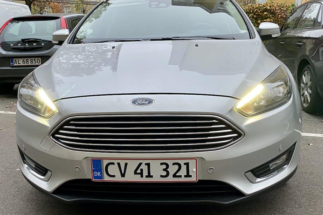 Billig billeje af Ford Focus med GPS nær 2200 København.