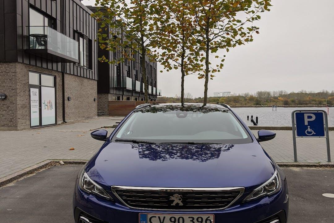 Billig billeje af Peugeot 308 med GPS nær 2450 København.