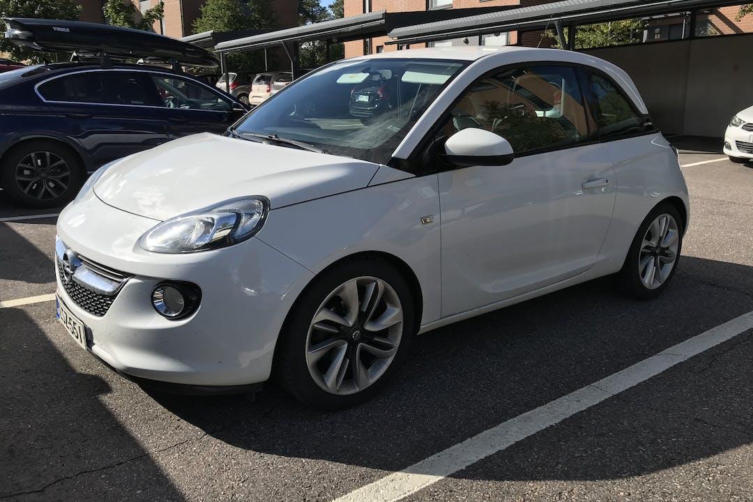 Opel Adamn halpa vuokraus Isofix-kiinnikkeetn kanssa lähellä 02330 Espoo.
