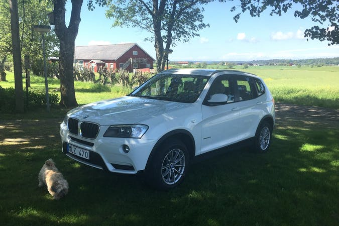 Billig biluthyrning av BMW X3 med Dragkrok i närheten av 434 35 .