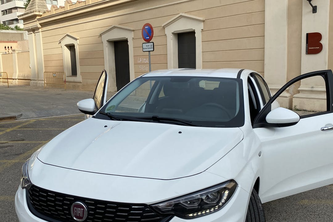 Alquiler barato de Fiat Tipo cerca de 08028 Barcelona.