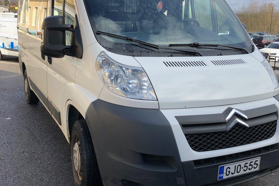 Citroën Jumpern halpa vuokraus Vetokoukkun kanssa lähellä 20540 Turku.