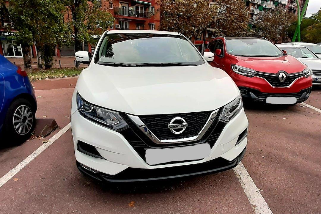 Alquiler barato de Nissan Qashqai con equipamiento GPS cerca de 08020 Barcelona.