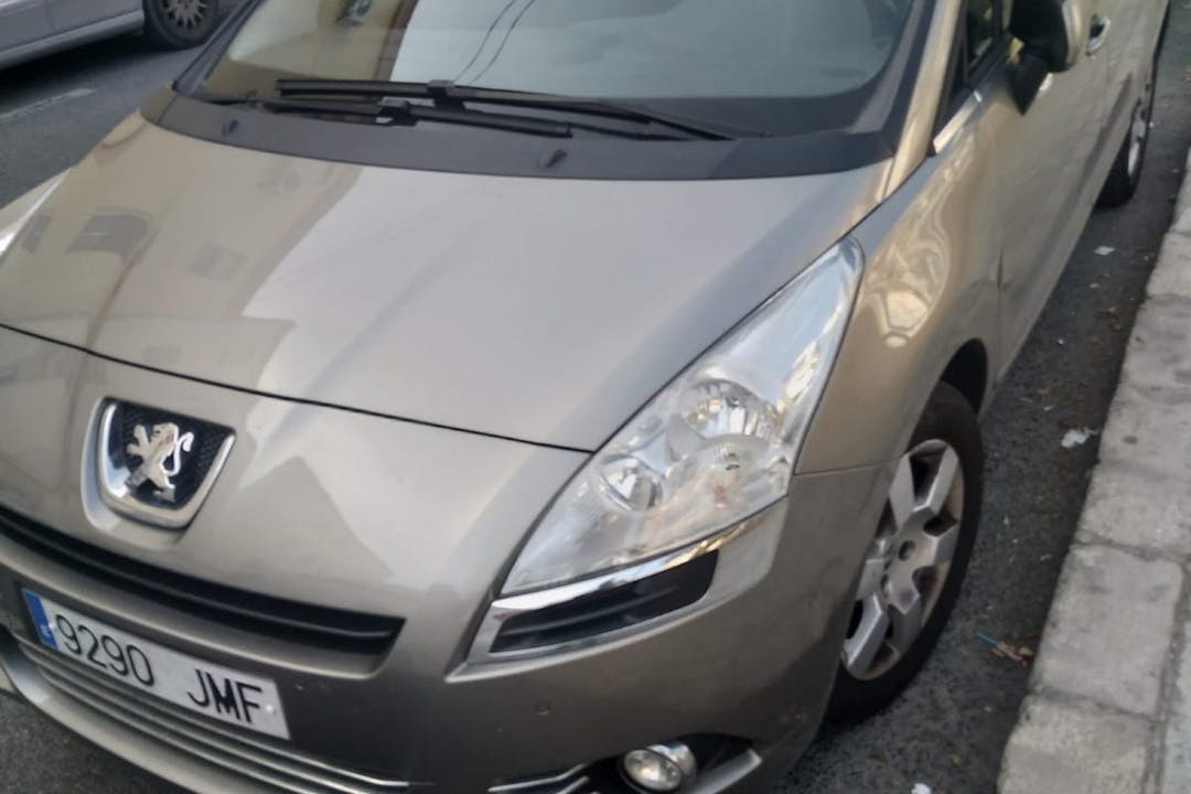 Alquiler barato de Peugeot 5008 cerca de 03010 Alicante (Alacant).