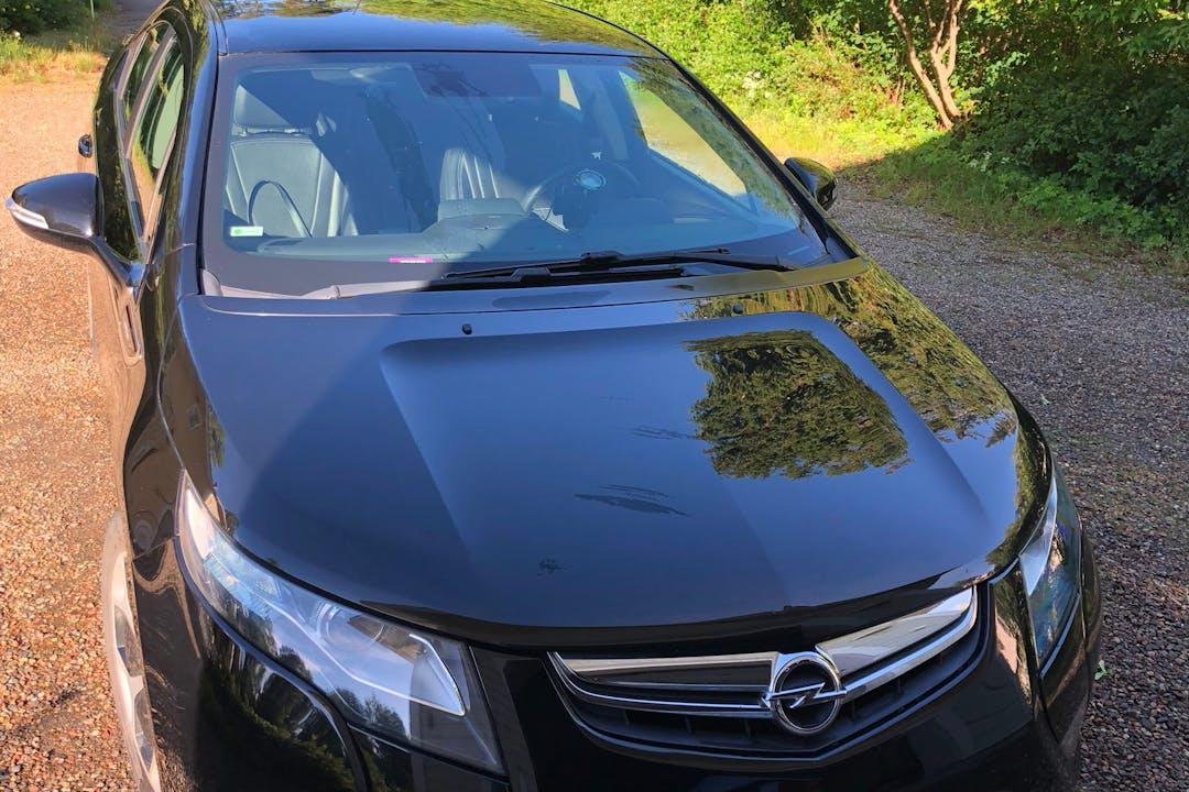 Opel Amperan halpa vuokraus Isofix-kiinnikkeetn kanssa lähellä 00220 Helsingfors.